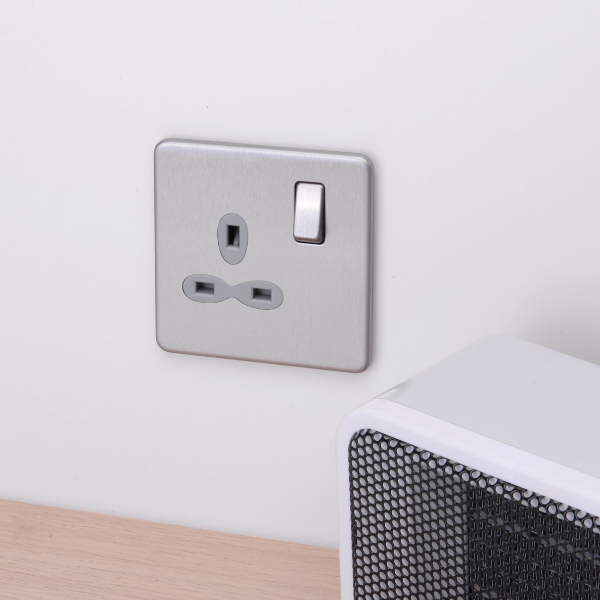 Slimline Screwless 1G DP Switched Single Socket