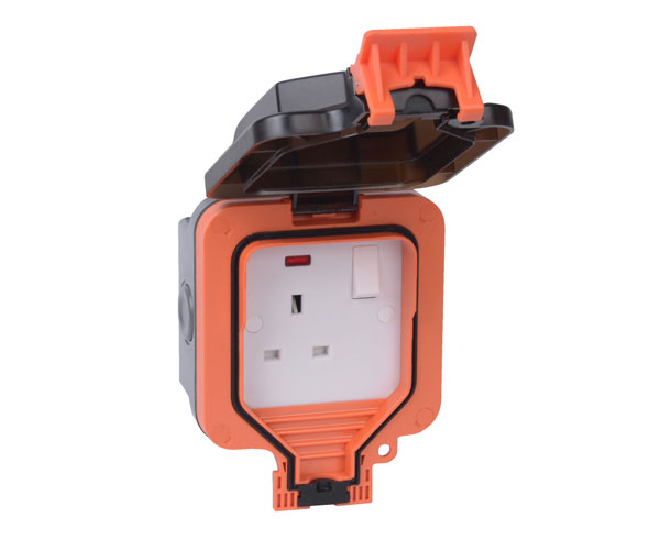Weather Proof 1G 13A Double Pole Switched Socket